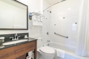 A bathroom at The Sylvia Hotel