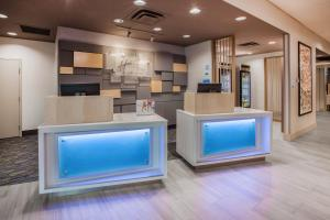 The lobby or reception area at Holiday Inn Express Hotel & Suites Murray, an IHG Hotel