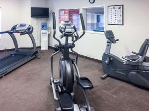 The fitness centre and/or fitness facilities at Sleep Inn & Suites Queensbury - Glens Falls