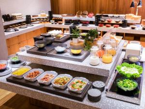 Breakfast options available to guests at HOTEL MYSTAYS Aomori Station
