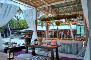 A restaurant or other place to eat at Cocohut Beach Resort & Spa