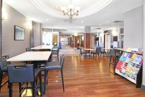 A restaurant or other place to eat at Holiday Inn Express and Suites Calgary, an IHG Hotel