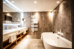 A bathroom at Stock Resort