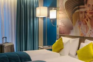 Ein Bett oder Betten in einem Zimmer der Unterkunft Mercure Berlin Wittenbergplatz