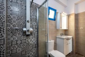 Ένα μπάνιο στο Mikro Nisi Studios