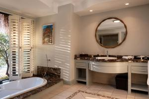 A bathroom at Anantara Bazaruto Island Resort
