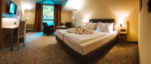 A bed or beds in a room at Johannesbad Vitalhotel Jagdhof