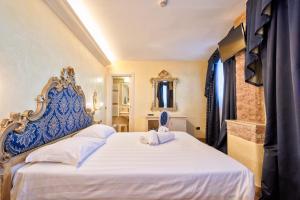 Cama ou camas em um quarto em Hotel Vecellio Venice Lagoon View