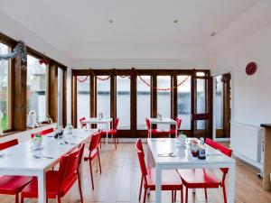 A restaurant or other place to eat at Lost Guest House Peterhead