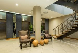 The lobby or reception area at Holiday Inn Express Cape Town City Centre, an IHG Hotel