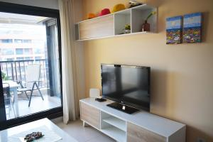 Una televisión o centro de entretenimiento en Apartacona-Playa