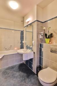Ванная комната в Arkada Hotel Praha