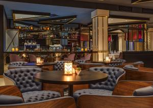 Лаундж или бар в Radisson Blu Leogrand Hotel