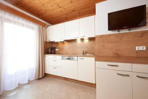 A kitchen or kitchenette at Appartement Christina