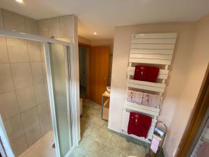 Salle de bains dans l'établissement Chambres d'Hôtes des Cascades St-Nicolas