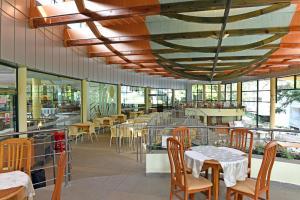 Un restaurant sau alt loc unde se poate mânca la Hotel Magnolia