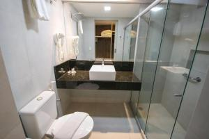 A bathroom at Tambaqui Praia Hotel