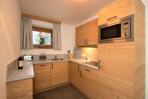 A kitchen or kitchenette at Gurglhof Apartmenthaus
