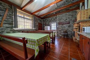 A restaurant or other place to eat at Casa da Passagem