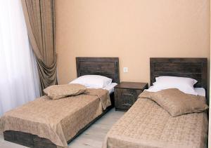 Cama ou camas em um quarto em Qazax Hotel