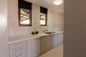 A kitchen or kitchenette at Nightcap at Wintersun Hotel