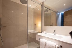 A bathroom at Hotel 3K Porto Aeroporto