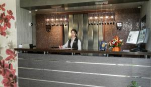 Лобби или стойка регистрации в Oasis Hotel