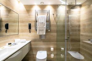 A bathroom at Catalonia Porto