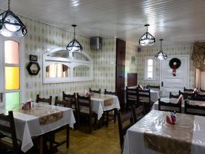 Um restaurante ou outro lugar para comer em Hotel Pousada das Flores
