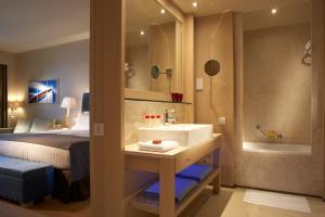A bathroom at Daios Cove Luxury Resort & Villas