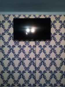 Телевизор и/или развлекательный центр в Bolshaya Sankt-Peterburgskaya