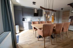 A kitchen or kitchenette at UplandParcs Bergblick