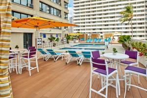 The swimming pool at or near Holiday Inn Express Waikiki, an IHG Hotel