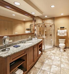 A bathroom at Sky Ute Casino Resort