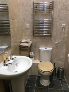 A bathroom at Vale Farm