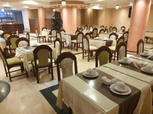 مطعم أو مكان آخر لتناول الطعام في Hôtel Amouday