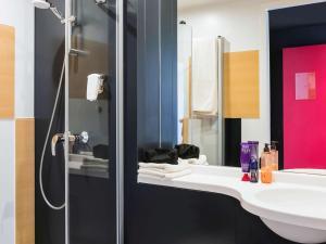 Salle de bains dans l'établissement ibis Budget Knokke