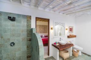 A bathroom at PinkCoco Gili Air