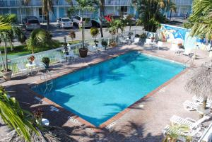 A view of the pool at Floridian Hotel or nearby