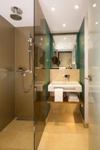 A bathroom at Hotel Indigo Dresden - Wettiner Platz, an IHG Hotel