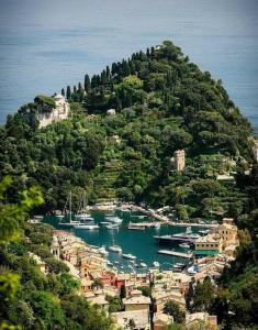 A bird's-eye view of B&B Tre Mari Portofino -Nestled in Nature-