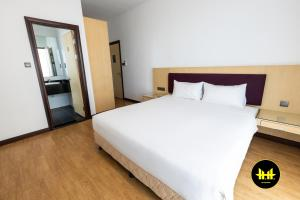 A bed or beds in a room at Luco Apartments @ Imperial Suites Kuching