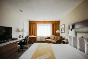 A television and/or entertainment center at Quality Inn & Suites & Conference Centre - Gatineau