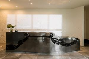A bathroom at Kimpton La Peer Hotel, an IHG Hotel