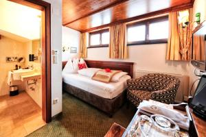 A bed or beds in a room at Haldenhof
