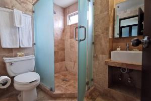 A bathroom at Coral Island Beach View Hotel