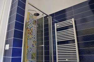 A bathroom at GARDENIA