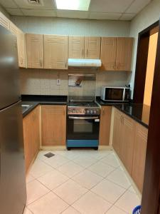 A kitchen or kitchenette at Cozy Upgraded 1 bedroom Hall in Dubai Silicon Oasis