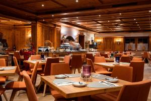 A restaurant or other place to eat at MANNI das Hotel****