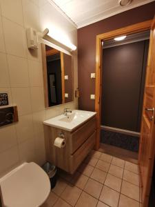 A bathroom at Flåm Marina